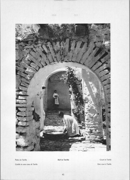 Photo 045: Tarifa – Court in Tarifa