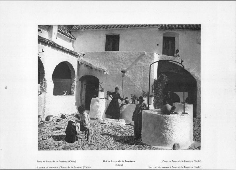 Photo 050: Arcos de la Frontera – Court in Arcos de la Frontera