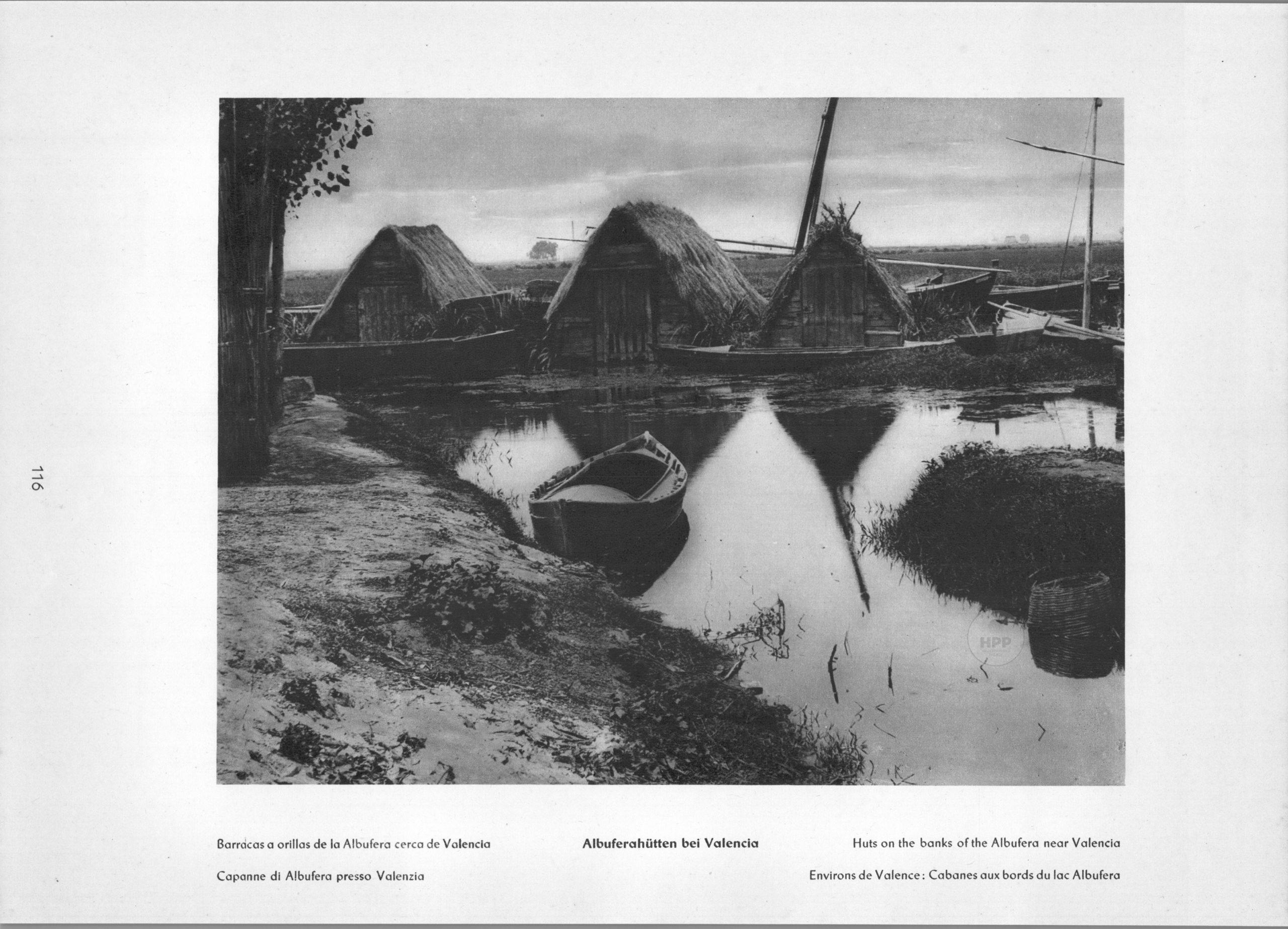 Valencia - Huts on the banks of the Albufera near Valencia