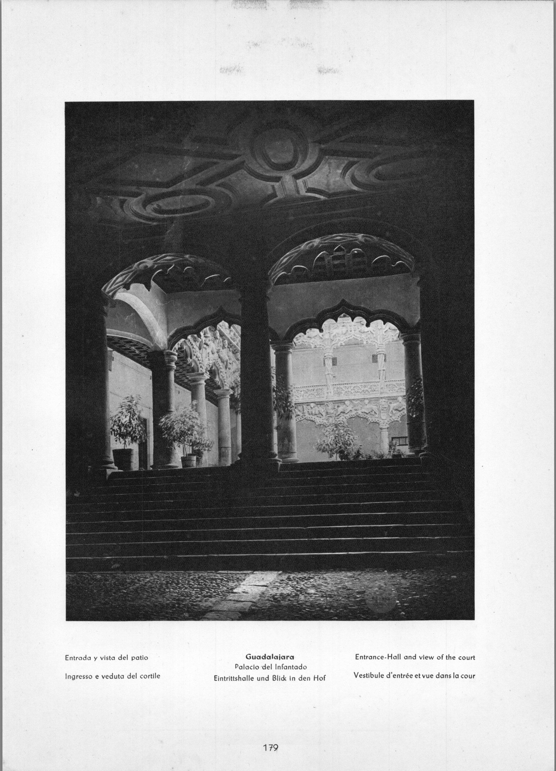 Guadalajara Palacio del Infantado - Entrance-Hall and view of the court