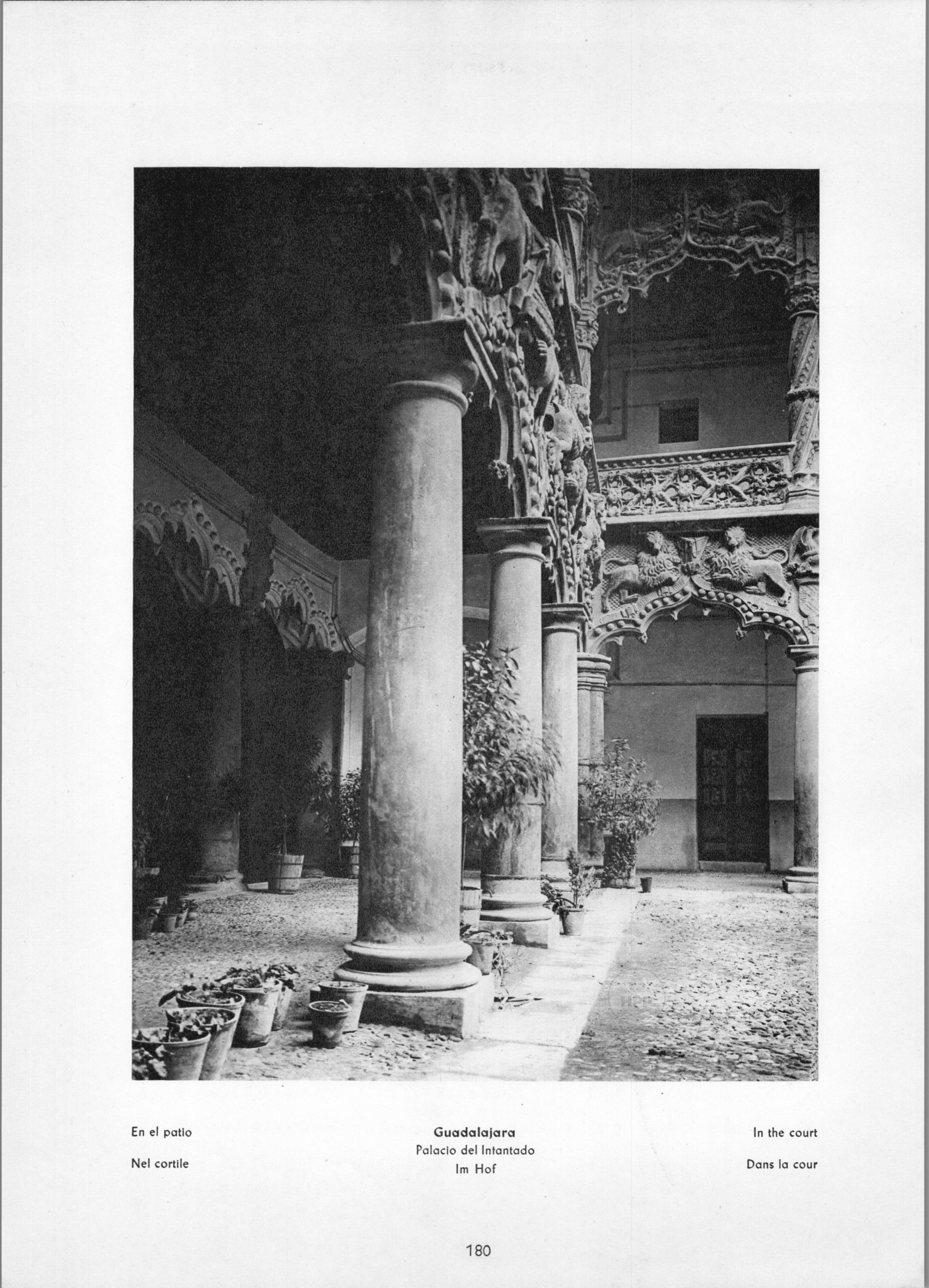 Guadalajara Palacio del Infantado - In the court
