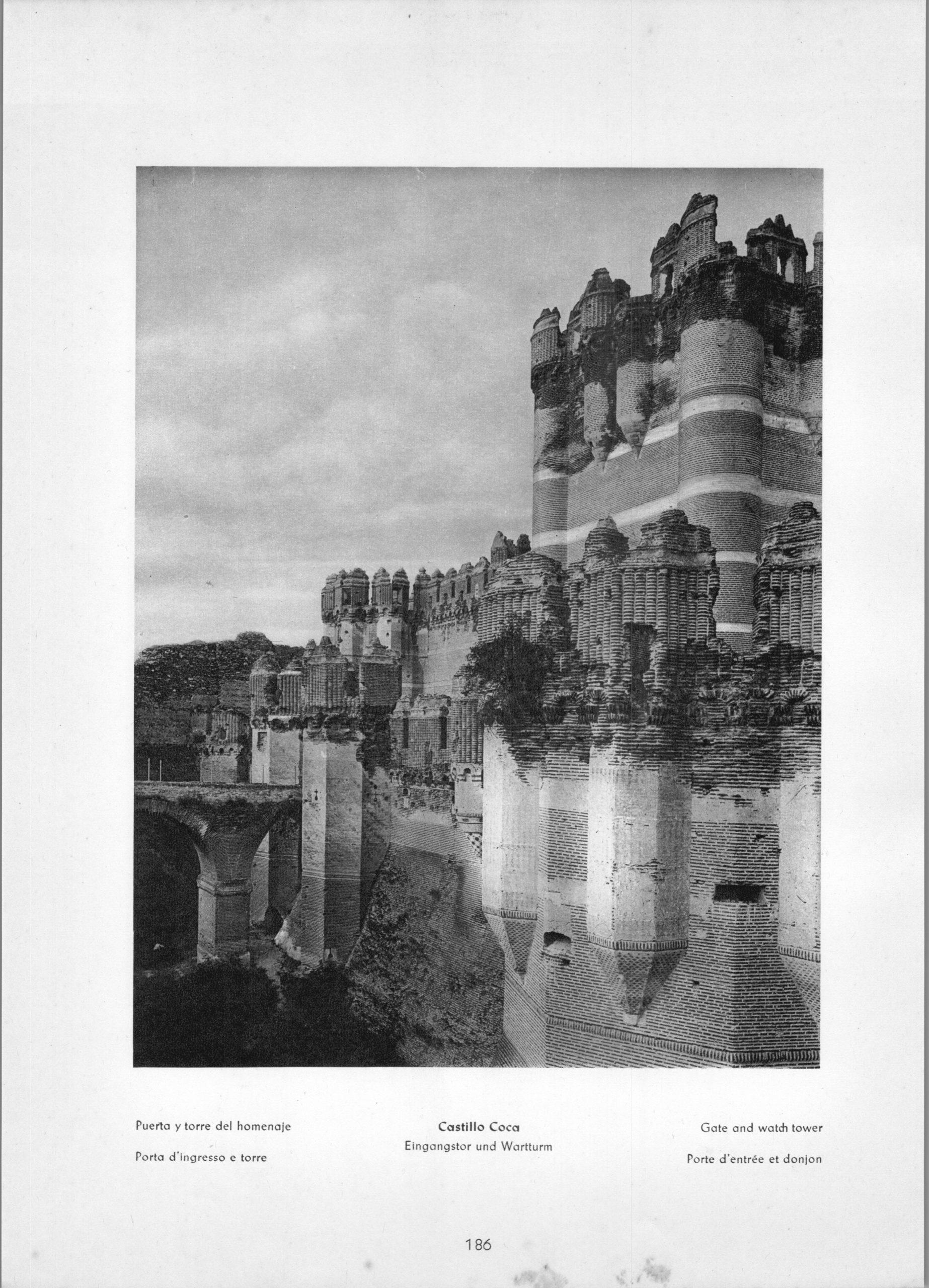 Coca Castillo de Coca - Gate and watch tower