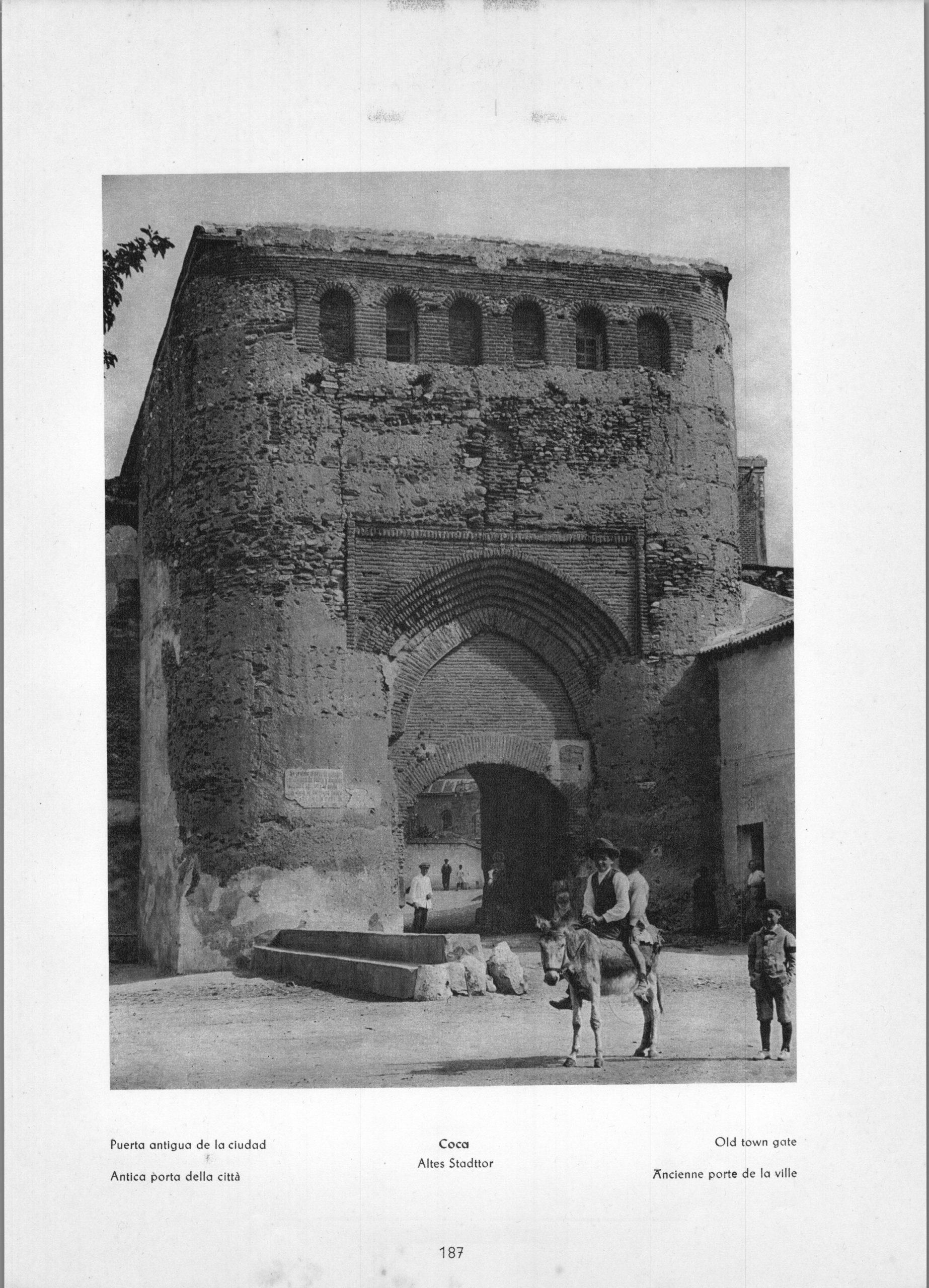 Coca - Old town gate