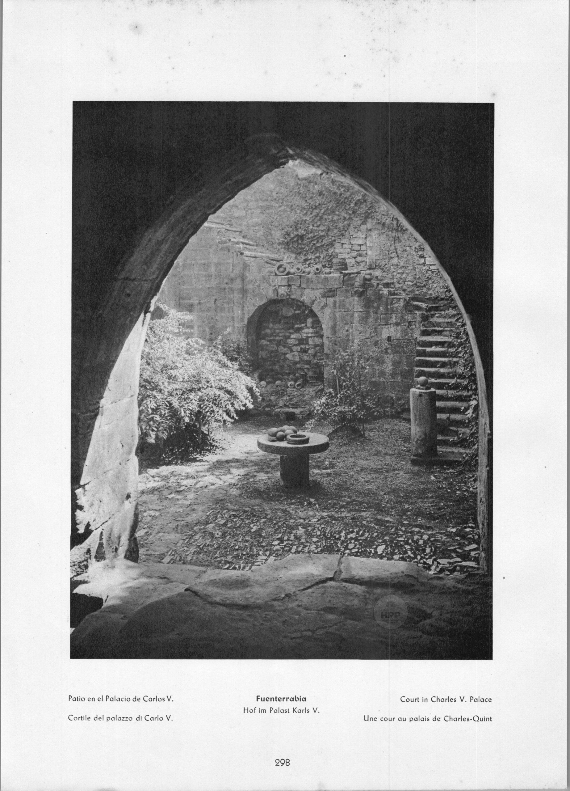 Fuenterrabia Palacio de Carlos V. - Patio